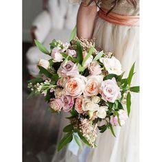 Sweet Dreams. PC: @kristinacurtisphotography Dress: @breelena #calierose #weddingbouquet #weddinginspiration #bridalinspiration #weddingflowers