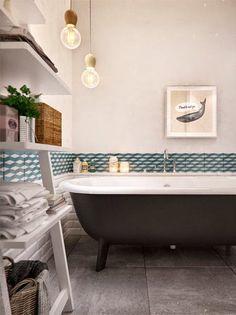 salle de bain avec frise carreaux de ciment