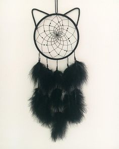 Dream Catcher - Calling all cat lovers! The Black Cat Dream Catcher would be a cute fit for any space! These catc -Catness Dream Catcher - Calling all cat lovers! The Black Cat Dream Catcher would be a cute fit for any space! Diy Tumblr, Dream Catcher Decor, Black Dream Catcher, Making Dream Catchers, Cat Mandala, Ideias Diy, Cat Supplies, Cat Tattoo, String Art