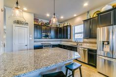 26502 Bentgreen Chase Ct, Katy, TX: Photo A spacious island kitchen provides plenty of space to lay out that wonderful dinner spread you made for the ones you love! It also has room for seating! This modern kitchen will not disappoint!