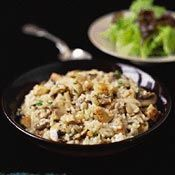 Mushroom and Chicken Risotto.risotto is like a hug in a bowl Chicken Risotto, Mushroom Chicken, Mushroom Risotto, Chicken Couscous, Risotto Rice, Rice Dishes, Main Dishes, Wine Recipes, Cooking Recipes