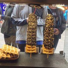 "9,892 Me gusta, 111 comentarios - INSIDER dessert (@insiderdessert) en Instagram: ""Eat AND walk with these waffles on a stick. #rajissimo #insiderdessert"""