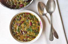 L'abbinamento cereali e legumi fornisce proteine di alto valore biologico. E poi, vogliamo parlare del sapore di questo minestrone? http://lifeg.at/1ajMSLD