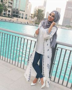 Hijab Style Girls just want to have fun in dubai. Navy jeans, long vest with blue details and grey hijab – check out: Esma ♥ Hijab Style Source : Girls just want to have. Islamic Fashion, Muslim Fashion, Modest Fashion, Fashion Outfits, Hijab Fashion Summer, Trend Fashion, Dubai Fashion, Abaya Fashion, Cardigan Fashion