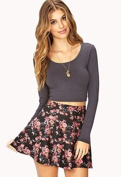 Gray Long Sleeve Crop top and black floral skirt Crop Top Outfits, Skirt Outfits, Casual Outfits, Cute Outfits, Cute Fashion, Look Fashion, Autumn Fashion, Fashion Outfits, Gq Fashion