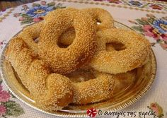 Great recipe for Fluffy and quick koulouria from Thesaloniki. Easy, fluffy, quick, tasty koulouria (sesame bread rings, like bagels)! Recipe by Μπαχαρούλης Greek Sweets, Greek Desserts, Greek Recipes, Cookbook Recipes, Cooking Recipes, Food Network Recipes, Food Processor Recipes, Greek Bread, Cypriot Food