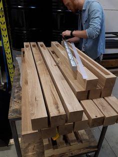 Houten Balklamp 'Woodlight' [NEW] Woodlight beam lamp Indusigns Low Ceiling Lighting, Wood Lamps, Woodworking Projects Diy, Beams, Wooden Beam, Lighting Ideas, Lights, Modern Lighting Design, Installation Instructions