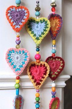 crochet mandala pattern Ravelry: Project Gallery for Boho Hearts pattern by Sandra Paul Crochet Bunting, Crochet Mandala Pattern, Love Crochet, Crochet Gifts, Crochet Flowers, Diy Crochet Garland, Crochet Hearts, Diy Garland, Crochet Flower Patterns