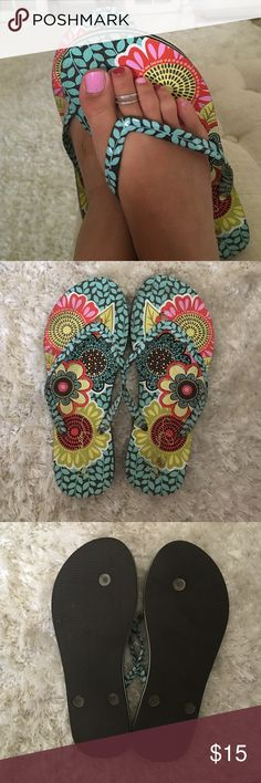 Adorable Vera Bradley Flip Flops Never Worn! Cute pattern Vera Bradley floral flip flops never worn! Xx. 💋 Vera Bradley Shoes Sandals