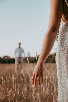 Hands on the field Lovely couple walking in the field Wedding Picture Poses, Pre Wedding Photoshoot, Wedding Shoot, Boho Wedding, Summer Wedding, Wedding Ideas, Wedding Colors, Engagement Photo Poses, Engagement Pictures