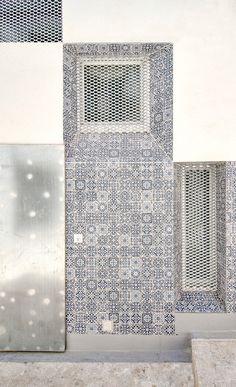 Detalle de fachada. Reforma y ampliación de la Casa Enroque por el estudio Rocamora Diseño y Arquitectura, Alicante, España. Fotografía © Cabrera Photo.