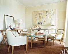 Stephen Sills ~ The study is enlivened by a Joan Jacobs painting and a Murano-glass vase by Signoretti; the round table is by Sills, and the carpet is by Beauvais. New York City Apartment, Manhattan Apartment, Architectural Digest, Best Interior, Interior Design, Traditional Office, Luxury Office, Home Decor Inspiration, Decor Ideas
