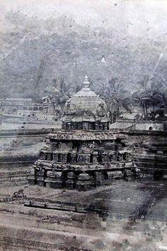 ದೇವಸ್ಥಾನದ ಗೋಪುರ - ತಿರುಮಲ