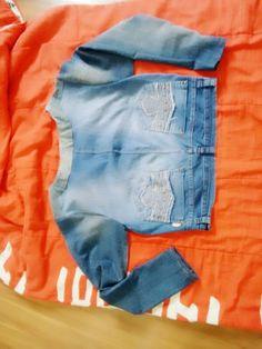 Costa da jaquetinha jeans! Refeita por mim! De 2 calças jeans velhas!
