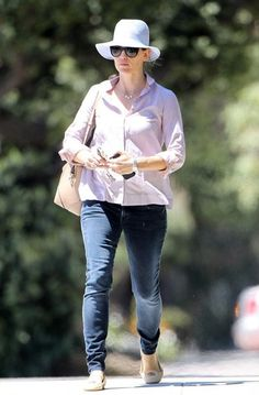 b138200a6ce Jennifer Garner Drops Off Violet And Gets A Parking Ticket