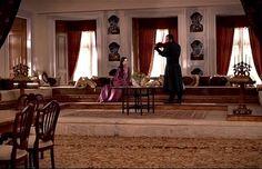 A kastély, ahol Hatice Szultána éjjelente ébren várja a hűtlen Ibrahim Pasát! Oversized Mirror, Ottoman, Furniture, History, Home Decor, Dresses, Community, Vestidos, Historia
