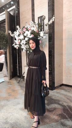 Modern Hijab Fashion, Street Hijab Fashion, Modesty Fashion, Hijab Fashion Inspiration, Muslim Fashion, Women's Fashion, Casual Hijab Outfit, Ootd Hijab, Muslimah Clothing