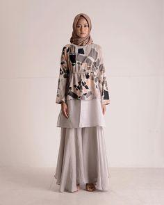 Love this Casual Hijab Outfit, Hijab Chic, Moslem Fashion, Hijab Dress Party, Street Hijab Fashion, Modest Wear, Muslim Dress, Batik Dress, Muslim Women