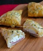 Snacks with cream cheese and dried meat. Yummy Snacks, Snack Recipes, Cooking Recipes, Appetizer Recipes, Yummy Food, Cheese Appetizers, I Love Food, Good Food, Snacks Für Party