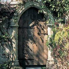 Image from http://www.redwoodstone.co.uk/gothic_folly/folly_components/doors_arches/images/large/Gothic-Arch.gif.