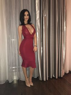 I ❤️ her sexy dress and high heels