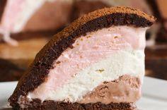 Neapolitan Brownie Bomb Recipe by Tasty Neapolitan Recipe, Neapolitan Ice Cream, Ice Cream Desserts, Köstliche Desserts, Dessert Recipes, Layered Desserts, Brownie Ice Cream, Chocolate Ice Cream, Brownie Bomb Recipe