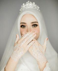 Malay Wedding Dress, Kebaya Wedding, Muslimah Wedding Dress, Muslim Wedding Dresses, Wedding Hijab, Dream Wedding Dresses, Bridal Dresses, Bridal Hijab, Hijab Bride