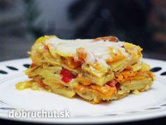 Fotorecept: Zapekaná hokkaido tekvica so zemiakmi -   Tekvicu umyjeme a zbavíme jadierok. Nakrájame ju na veľké kusy a nastrúhame aj...