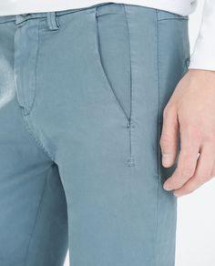 PANTALÓN CHINO BÁSICO - Pantalones - HOMBRE | ZARA Ecuador Men Trousers, Trouser Pants, Formal Pants, Casual Pants, Mens Fashion Shoes, Men Style Tips, Indian Designer Wear, Jeans, Menswear
