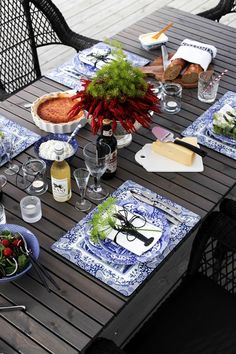 Kräftskiva Lobster Dinner, Good Times Roll, Beach Picnic, Get The Party Started, Summer Parties, Home Recipes, Dinnerware, Table Settings, Food And Drink