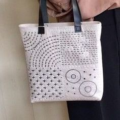 Excellent Pics Japanese Embroidery designs Tips Sashiko is usually an application of Japanese people adornments using a deviation of a running stitc Hand Embroidery Patterns, Diy Embroidery, Embroidery Books, Embroidery Scissors, Local Embroidery, Embroidery Supplies, Embroidery Needles, Shashiko Embroidery, Boro Stitching