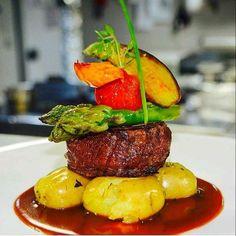 - Best DIY and Crafts Ideas Best Dishes, Food Dishes, Fancy Food Presentation, Gourmet Food Plating, Beef Recipes, Cooking Recipes, Steak Dishes, International Recipes, Food Design