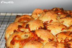� Una pizza para que cada cual coja su trozo, encontrando un relleno diferente cada vez… Ingredientes para la masa de pizza: 350 grs. harina 5 grs. sal 5 grs. azúcar 5 ml. aceite 10 grs. levadura instantánea de panadero … Sigue leyendo →