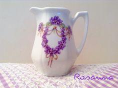 lattiera con viole