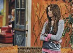 Pop Singers, Female Singers, Miley Cyrus Brown Hair, Jason Earles, Miley Cyrus Outfit, Hannah Miley, Miley Stewart, Dylan And Cole, Teen Tv