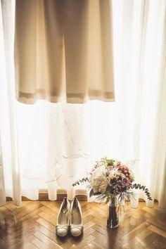 Tu Boda Site fotografia de bodas. Especial preparativos de novia, ramo, zapatos y vestido de estilo boho para una boda muy especial. Necesitas más ideas?