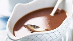 Discover how to make the best gravy using the juices from roasted meat. Giblet Gravy Recipe, Molho Gravy, Salsa Gravy, Mousse, How To Make Gravy, Vegan Gravy, Mole Sauce, Beef Gravy, Sauces