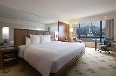 Sheraton Hong Kong Hotel & Techniques is at the top of Kowloon's Gold Range. Located along Victoria Harbor,