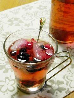 お好みの飲物でお試しください。  写真は、1枚目がアイスティー。2枚目は炭酸水。3枚目はコークハイ。  氷が解けてくると、フルーツの甘味もほんのり感じる美味しいドリンクが出来上がります。