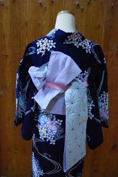 浴衣に合わせた帯結び*   きものショップ 古々屋 Obi Belt, Yukata, Japanese Kimono, Modern, Geisha Makeup, Kimonos, Trendy Tree