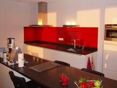 1000 images about keukens on pinterest met van and wine glass storage - Keuken rode en grijze muur ...