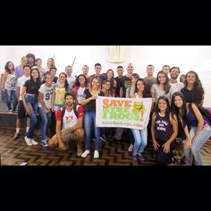 SAVE THE FROGS! Founder @kerrykriger with Professor Felipe Leite and the students and staff of Universidade Federal de Viçosa in Florestal, Minas Gerais, Brazil.  www.savethefrogs.com/brazil . #savethefrogs #brazil #brasil #minasgerais #florestal #ufv #ufvflorestal #vicosamg #universities #students #education #amphibians #environment #frogs #anfibios #sapos #perereca #rã #southamerica #kerrykriger #flags #ngo #wildlifeconservation #stfbrazil #savethefrogsminasgerais #stfminasgerais…