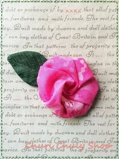 """How To กุหลาบผ้า...ที่มาจากกลุ่ม""""คนรักงานผ้า""""ค่ะ     ไปเข้ากล่มมา มีวิธีทำดอกกุหลาบ ลองทำดู   ชอบจัง......เลยทำฮาวทู มาแบ่..."""