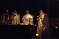 Wczesnym rankiem w Adwencie. #kraków #dominikanie #roraty #liturgia #liturgy #cracow #dominicans #advent #adwent #candle #poranek