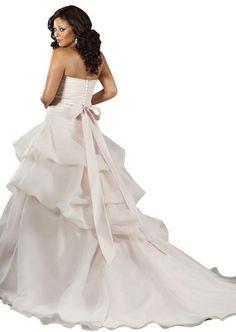 "Robe de mariée ""Lovely"" collection ""Jolies Formes"" http://www.robe-discount.com/achat-robe-de-mariee-majestique--227096.html Wedding dress plus size bridal dresses"