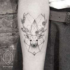 Tattoo-Trends So schön sind die neuen Tattoo-Motive - Tattoo-Trends Tiermotive La meilleure image selon vos envies sur diy furniture Vous cherchez u - Tribal Tattoo Designs, Great Tattoos, Beautiful Tattoos, Tattoo Girls, Girl Tattoos, Finger Tattoos, Body Art Tattoos, Geometric Tattos, Geometric Deer