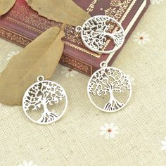 Wholesale 50pcs/lot metal antique alloy charm tibetan silver round life tree pendant fit jewelry making Z42725 free shipping