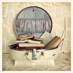 pretty, vintage and round train case = book storage