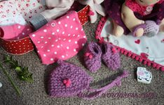 Cap and shoes with small pompoms made on crochet alpaca wool by #Tulale