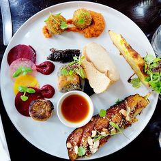 A fantastic vegetarian restaurant in London. London Eats, London Food, Cafe Restaurant, Places To Eat, Fresh Rolls, Gate, Food And Drink, Vegetarian, Ethnic Recipes